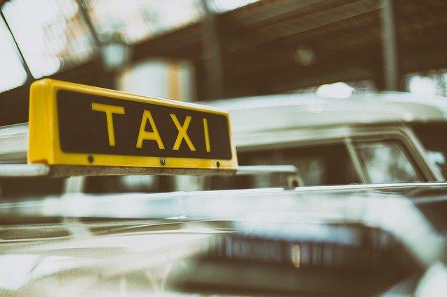 Zasady bezpieczeństwa podczas brania taksówki